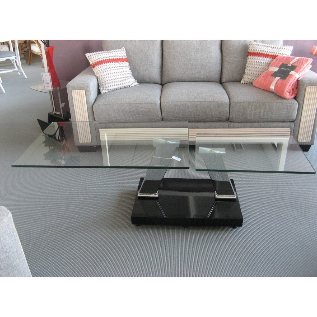 table basse en verre. Black Bedroom Furniture Sets. Home Design Ideas