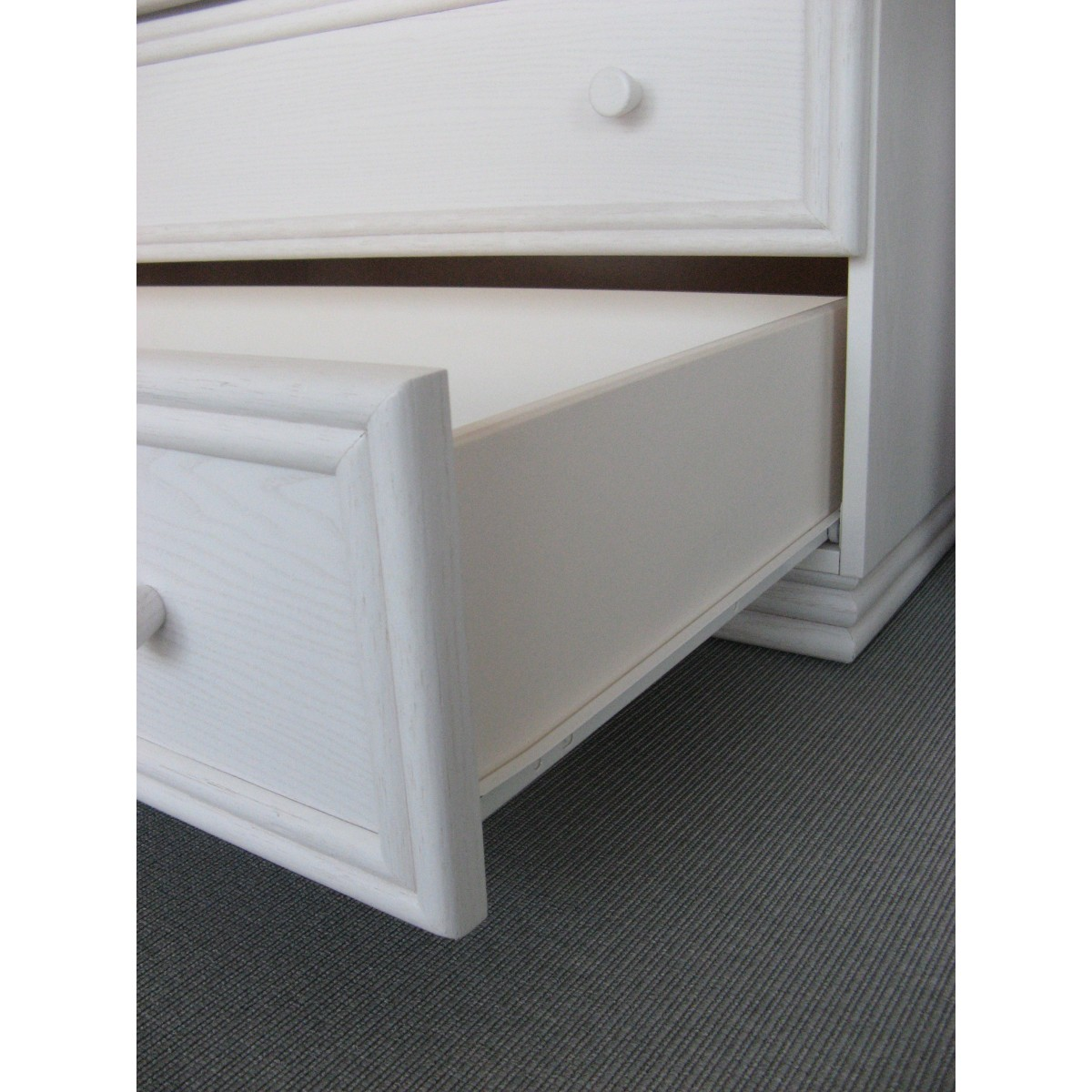 armoire en rotin 2 portes. Black Bedroom Furniture Sets. Home Design Ideas