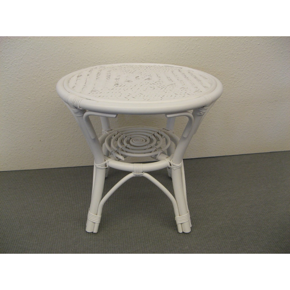 table basse en rotin coloris blanc