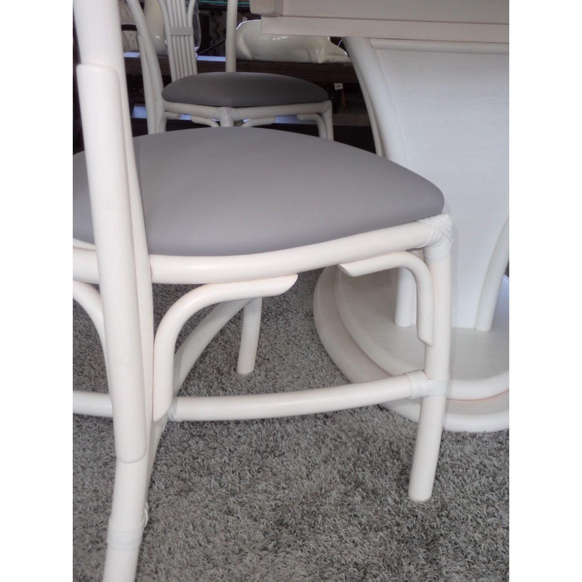 chaise en rotin coloris blanc et forme arrondie. Black Bedroom Furniture Sets. Home Design Ideas