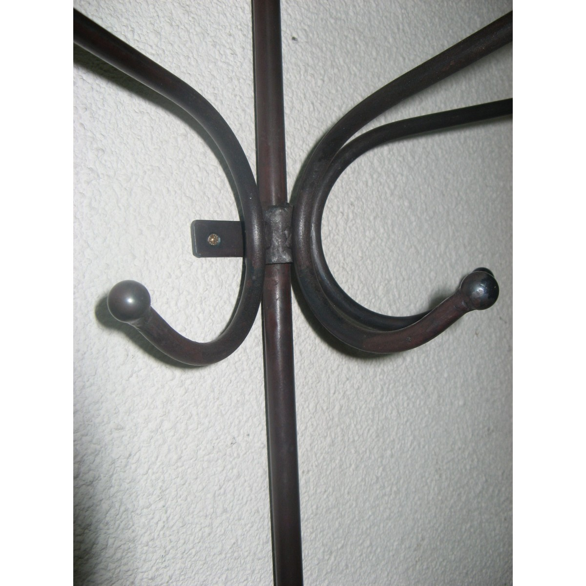 Porte manteaux m tal murale coloris marron style industriel for Porte salon fer forge