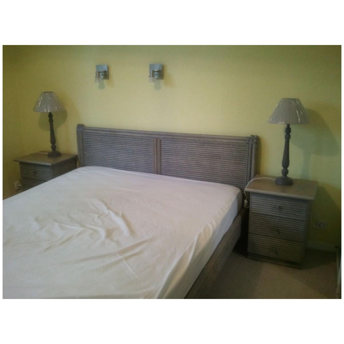 lit en rotin seto carr. Black Bedroom Furniture Sets. Home Design Ideas