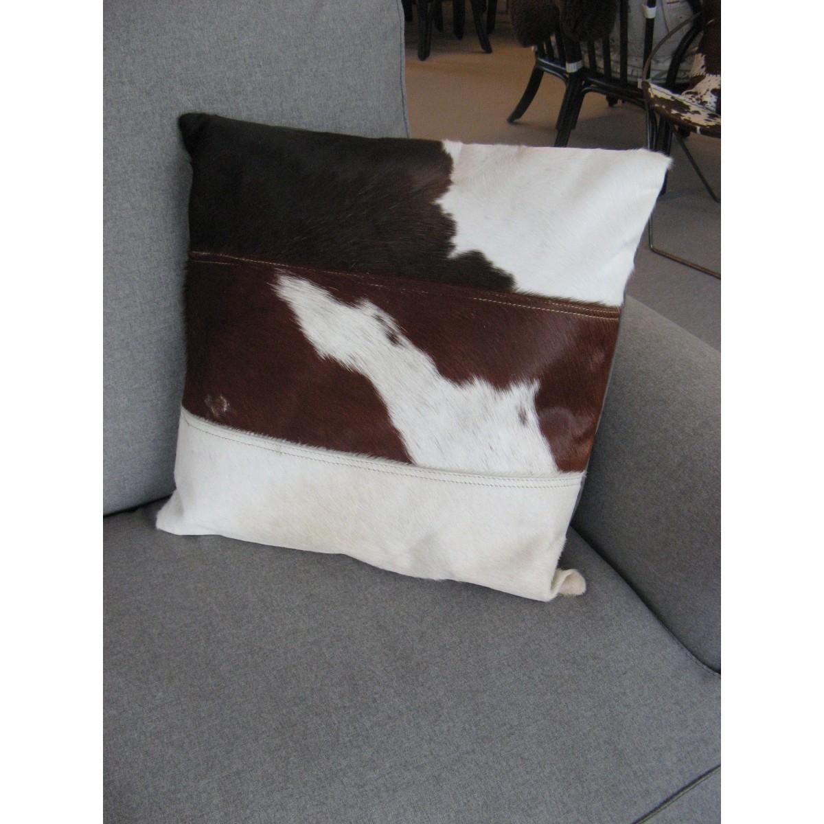 coussin carré en peau de vache