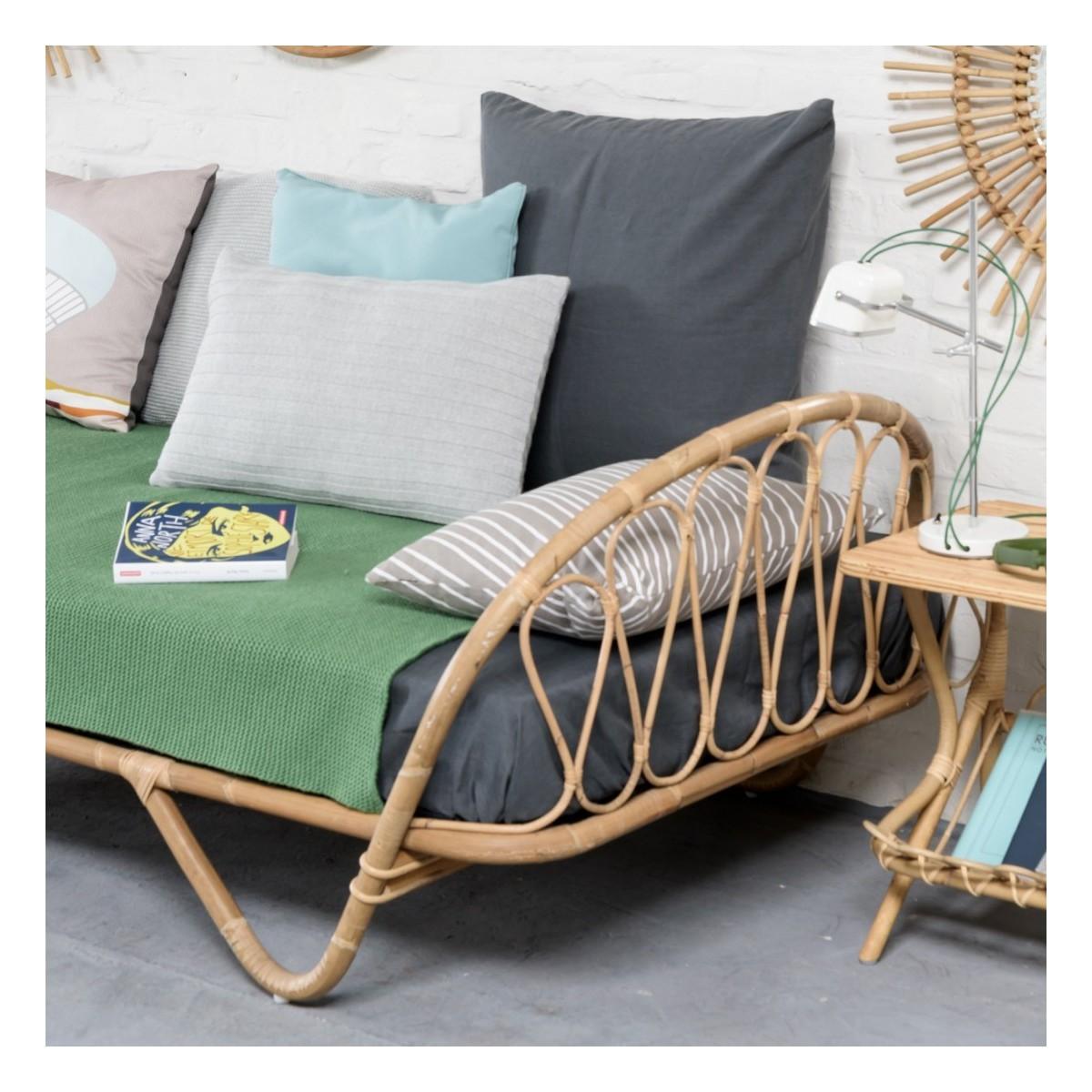 lit en rotin corbeille. Black Bedroom Furniture Sets. Home Design Ideas