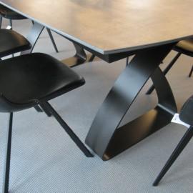 Table Helios en Céramique et Métal Noir