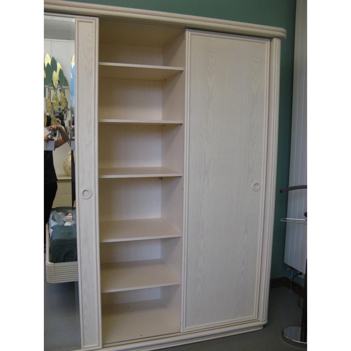 armoire en rotin 3 portes coulissantes