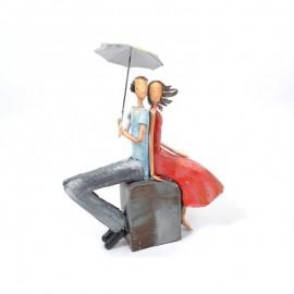 Couple Métal Assis sous un Parapluie